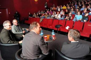 TV-Duell: Gelächter, Raunen und Applaus beim Public Viewing