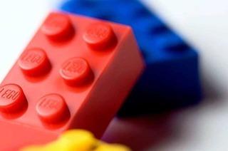 Ein buntes Bild aus Legosteinen