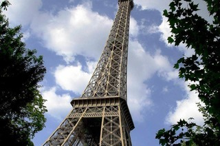 Croissant unterm Eiffelturm