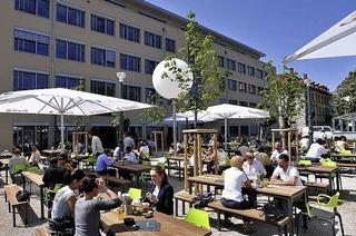 Holla die Waldfee: Bufett-Biergarten mit Gleisanschluss