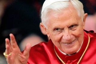 Papstbesuch: Benedikt XVI. predigt auf dem Freiburger Flugplatz