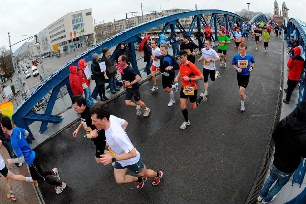 11.000 Läufer starten beim Freiburg-Marathon - Badische Zeitung TICKET