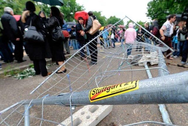 Stuttgart-21-Gegner stürmen Baustelle