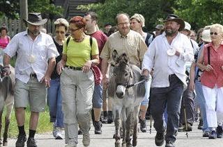 Dutzende auf dem Pilgermarsch
