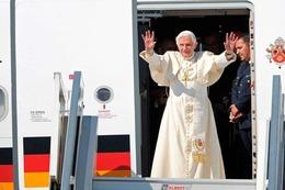 Lahr: Papst Benedikt XVI. trifft am Flugplatz ein