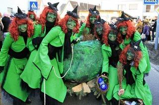 Sexy Hexen ganz in grün