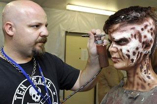 Horror Nights im Europa Park: Wie man zum Zombie wird