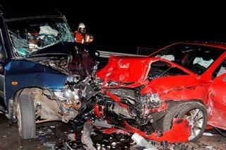 Schwerer Unfall auf B31 – junge Frau schwer verletzt
