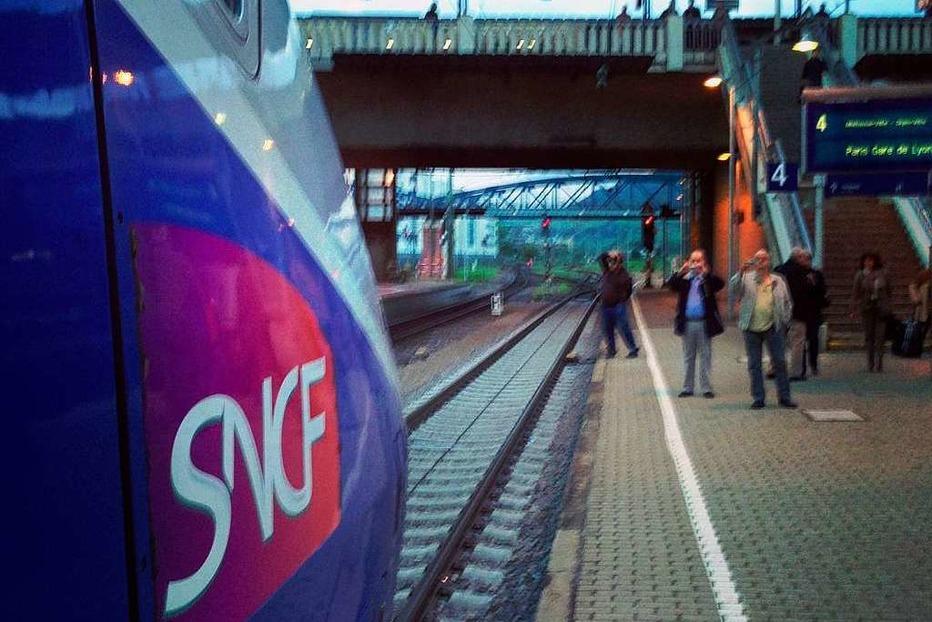 Fotos: Der erste TGV aus Freiburg rollt in Paris ein