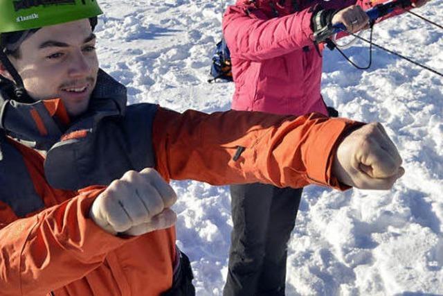 Snowkiten auf dem Schauinsland: Im pfeifenden Wind über Schnee fegen
