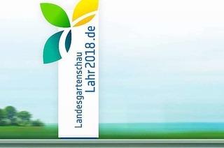 Schild an der Autobahn wirbt für die Landesgartenschau in Lahr