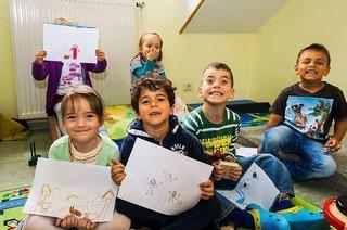 Kinder malen ihre Familie – und die Katze dazu