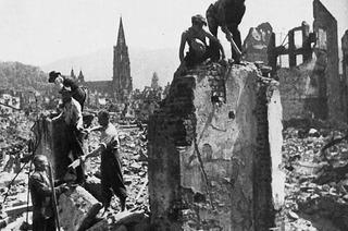 """""""Dann bricht die Hölle über unserer Stadt los"""" – Zeitzeugen erinnern sich an den 27. November 1944"""