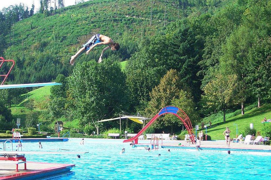 Schwimmbad - Simonswald