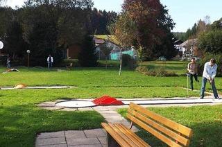 Minigolf und Tennisanlage
