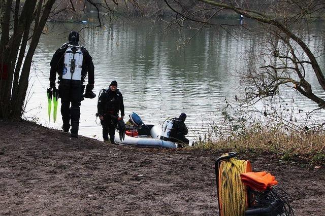 Tötungsdelikt in Neuenburg: Taucher suchen Beweise im Wuhrloch