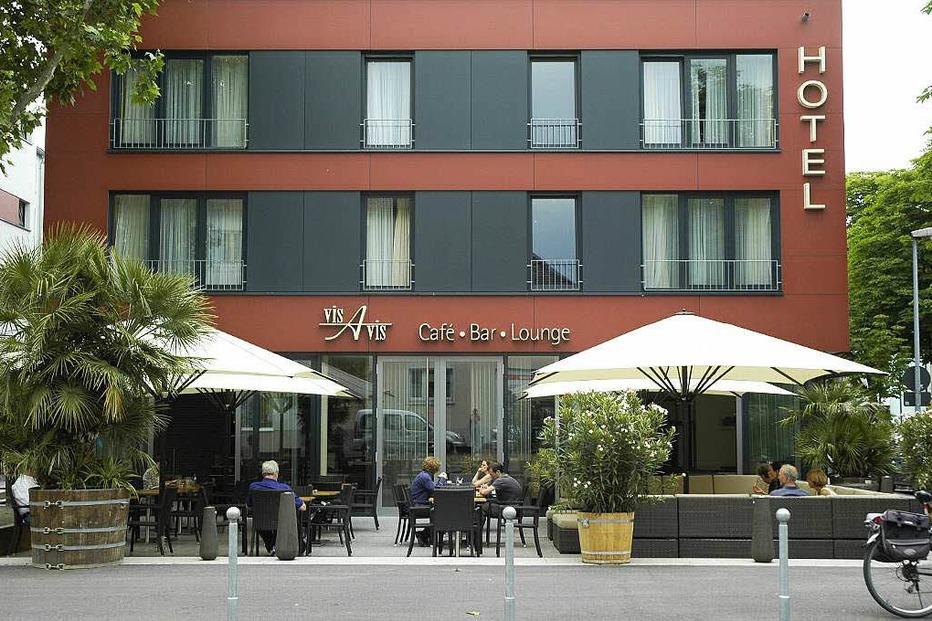 Vis vis lounge bar im hotel am stadtgarten freiburg for Designhotel freiburg