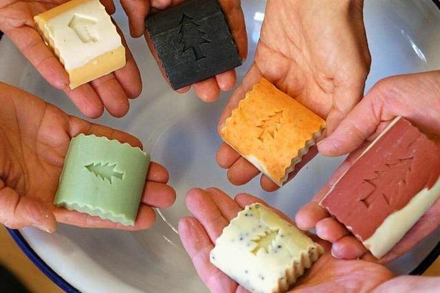 So entsteht handgemachte Seife in Elzach
