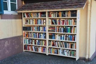 Bücherregal am Alten Rathaus