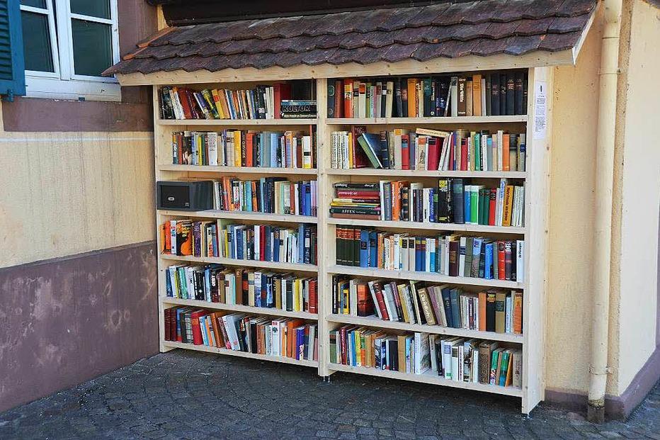 Bücherregal am Alten Rathaus - Heitersheim