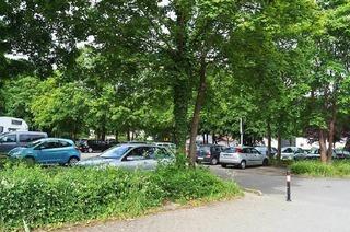 Parkplatz an der Turnhalle