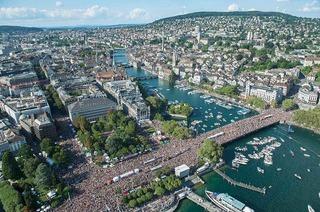 Ufer am Zürichsee (Street Parade)