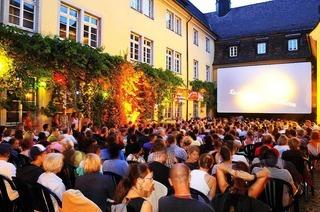 Sommernachtskino im Schwarzen Kloster (Innenhof)