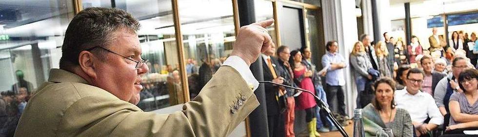 """""""Zum Ersten, zum Zweiten, zum Helfen"""": Die BZ-Kunstauktion"""