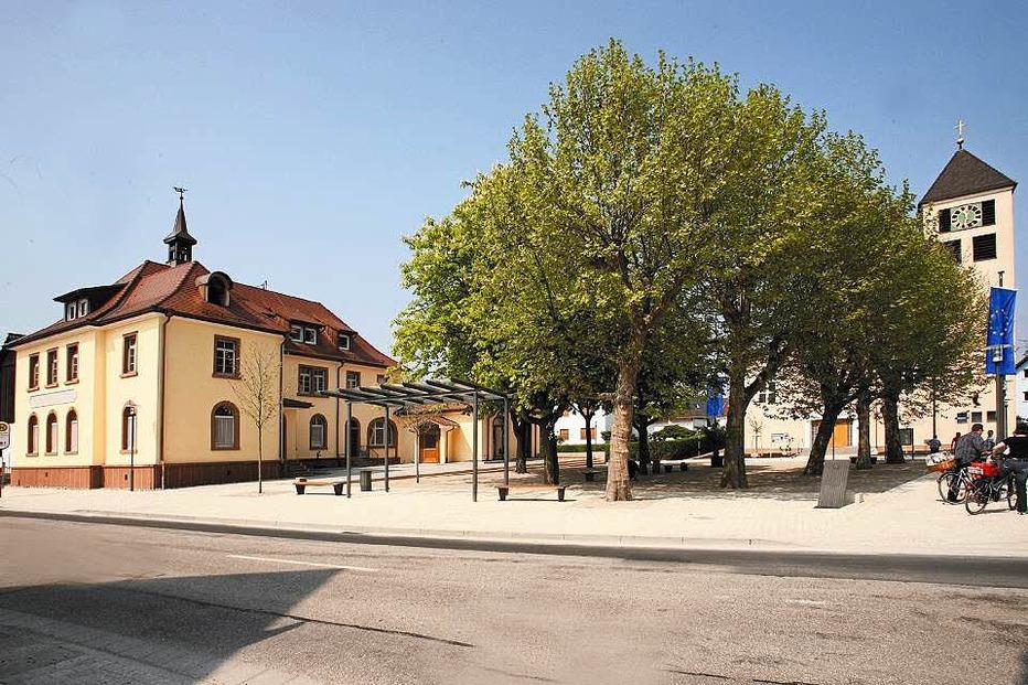 Rathausplatz Niederhausen - Rheinhausen