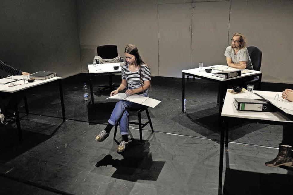 NSU-Prozess-Protokolle am Theater Freiburg - Badische Zeitung TICKET