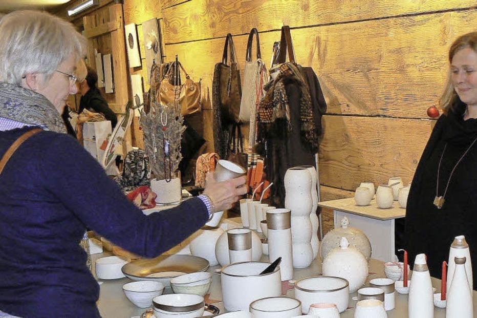 kunst und disgnmarkt k nstlermarkt in der rainhof scheune in kirchzarten burg badische. Black Bedroom Furniture Sets. Home Design Ideas