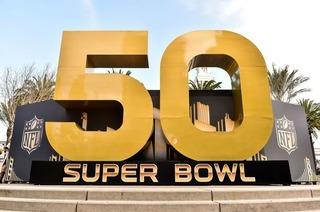 Diese Bars zeigen das Super Bowl-Spiel