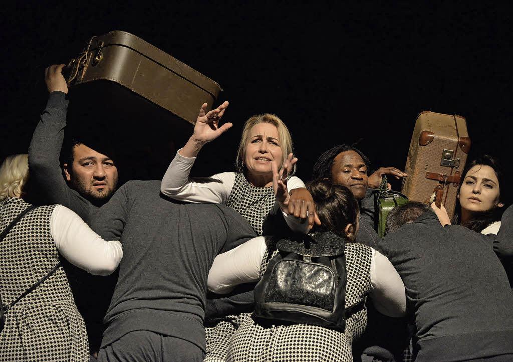baal novo zeigt afrika in offenburg integratives theaterprojekt mit fl chtlingen im salmen. Black Bedroom Furniture Sets. Home Design Ideas