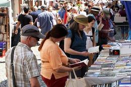 Fotos: Gro�er B�chermarkt und verkaufsoffener Sonntag in Endingen