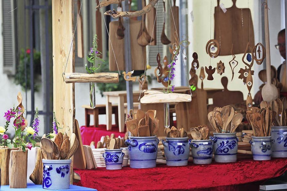 bauernmarkt auf dem rathausplatz allerlei angebote und verkaufsoffener sonntag in neuenburg. Black Bedroom Furniture Sets. Home Design Ideas