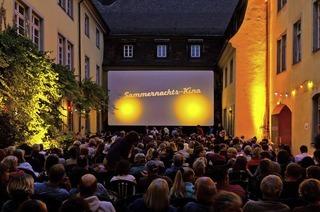 """Im Innenhof des Schwarzen Klosters startet das Sommernachtskino mit """"Birnenkuchen und Lavendel"""""""