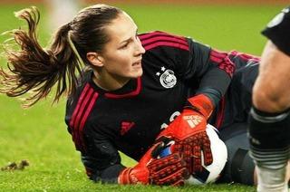 Laura Benkarth vom SC Freiburg ist die Nummer zwei im deutschen Tor bei Olympia