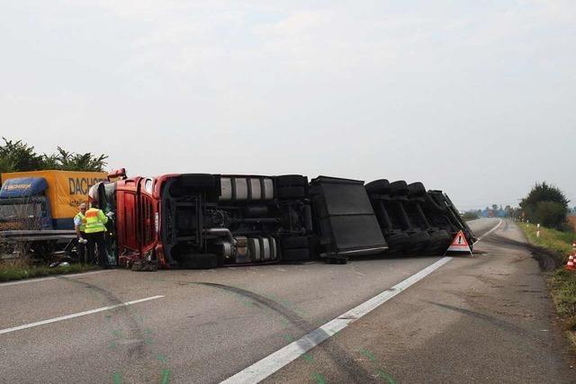 Mehr als zwölf Stunden Vollsperrung nach Lkw-Unfall auf A5