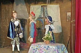 """Kerber's bunte Puppentruhe mit """"Kasperle auf Schatzsuche"""" im Glashaus Rieselfeld"""