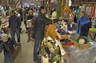 Markt und Tierkarawane auf dem Mundenhof
