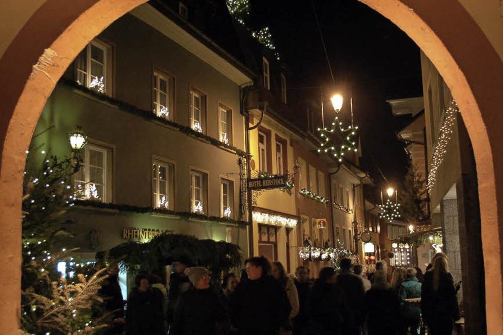 Weihnachtsmarkt Laufenburg.Altstadtweihnacht Grenzüberschreitender Weihanchtsmarkt In Beiden
