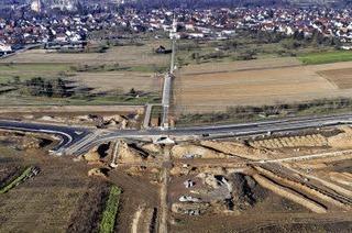 Aus 820 Lastwagenladungen Asphalt wurden Straßen und Radwege