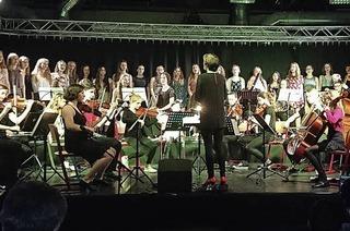 Adventskonzert mit der Rhythmus AG, dem US-Chor und der Jazzband, dem Schulorchester und weitere musikalische Gruppierungen