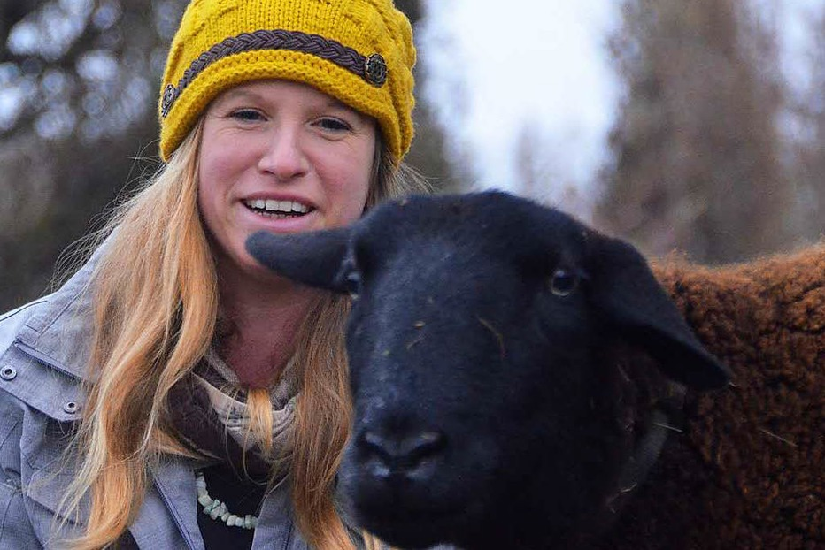 Frau bietet in Denzlingen Spaziergänge mit Schafen an - Badische Zeitung TICKET