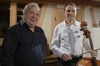 Hans-Wolfgang Brassel (Klavier und Cembalo) und Hans Michale Eckert (Cello) musizieren im Stiftsschaffneikeller