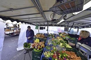 Wie auf dem Mooswälder Bauernmarkt der Kälte getrotzt wird