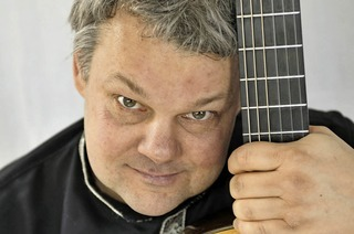 "Roger Tristao Adao spielt ""Musik der Beatles für klassische Gitarre"""
