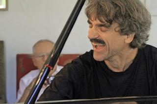 Thomas Scheytt, preisgekrönter Blues-und Boogiepianist kommt mit Piano solo in den Bürgersaal