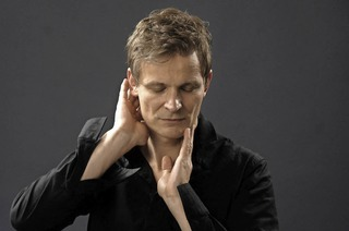 """Christian Zehnder mit neuem Soloprogramm """"songs from new space mountain"""" in Basel"""