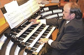 Cornelius Holdermann gestaltet die Orgelmusik zur Marktzeit im Bad Säckinger Fridolinsmünster